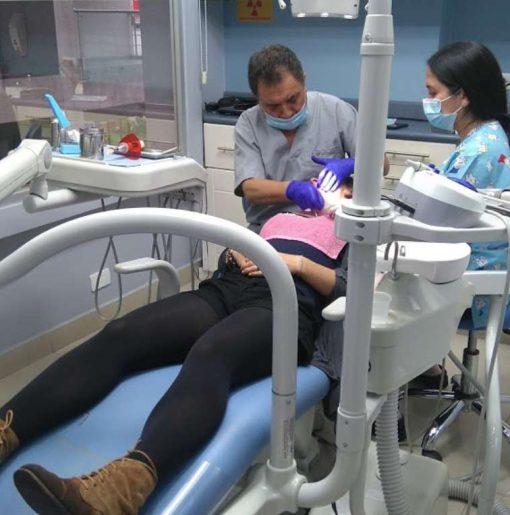 clinica-dental-en-quito-TRABAJANDO